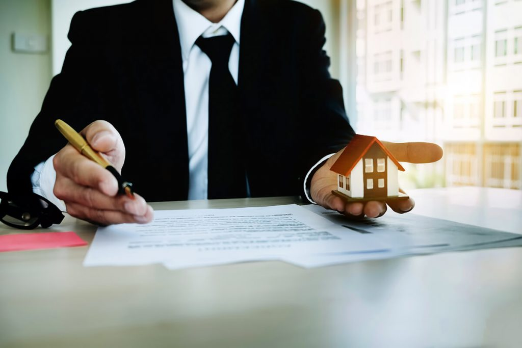 cons of selling house in divorce