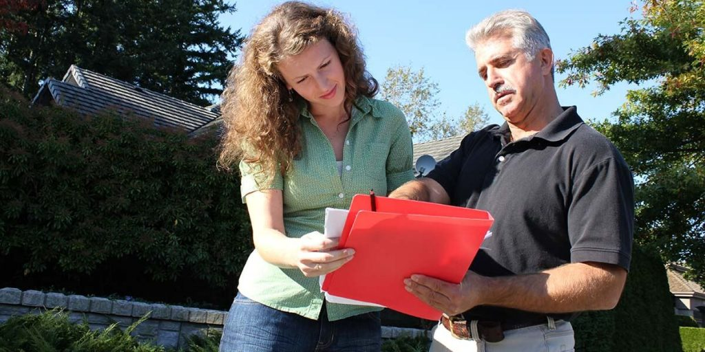 seller and inspector discussing the details of the home inspection