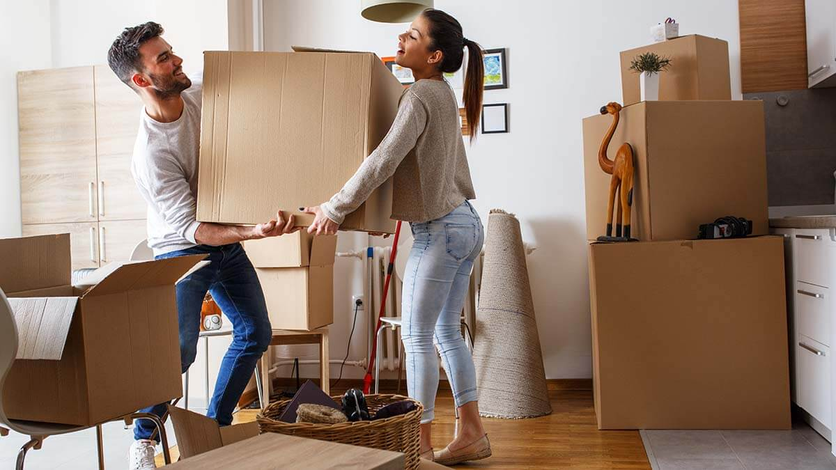 couple packing for move
