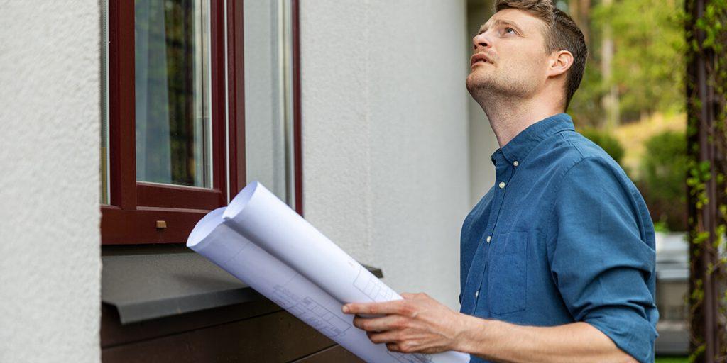 appraiser determining home value